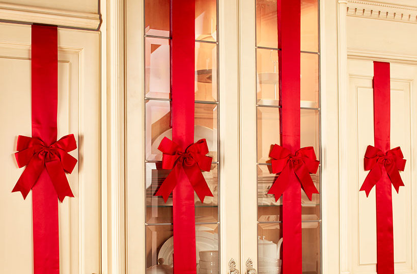 Non-Damaging Holiday Cabinet Decorating Tips